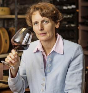 Yvonne Stöckli im Wein und Käsekeller des Hotel Alpenblick Wilderswil